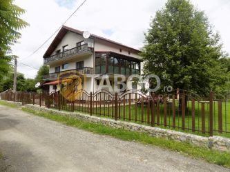 Pensiune cu 12 camere de vanzare pe Valea Avrigului din judetul Sibiu