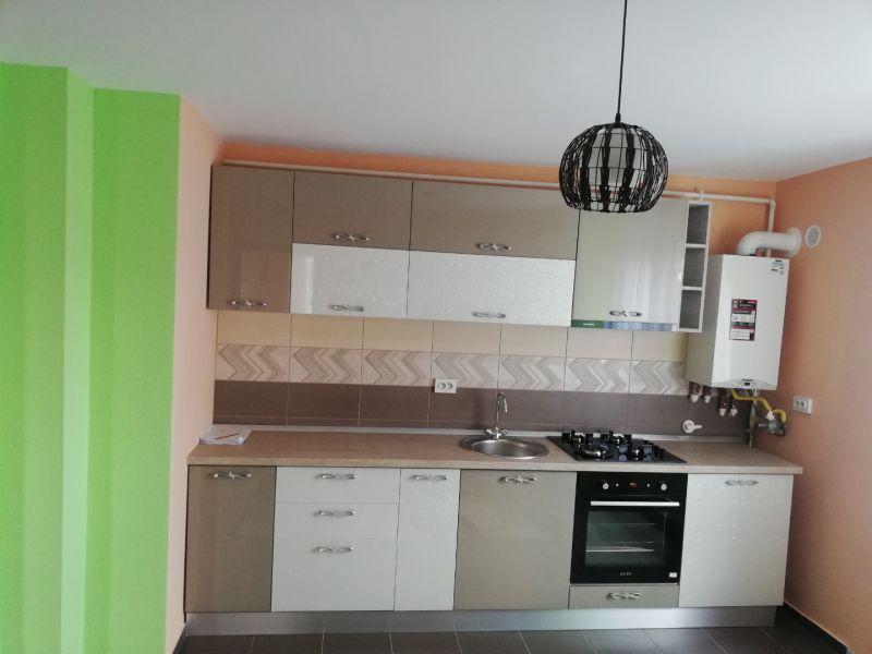 PF închiriez apartament cu trei camere Cluj-4