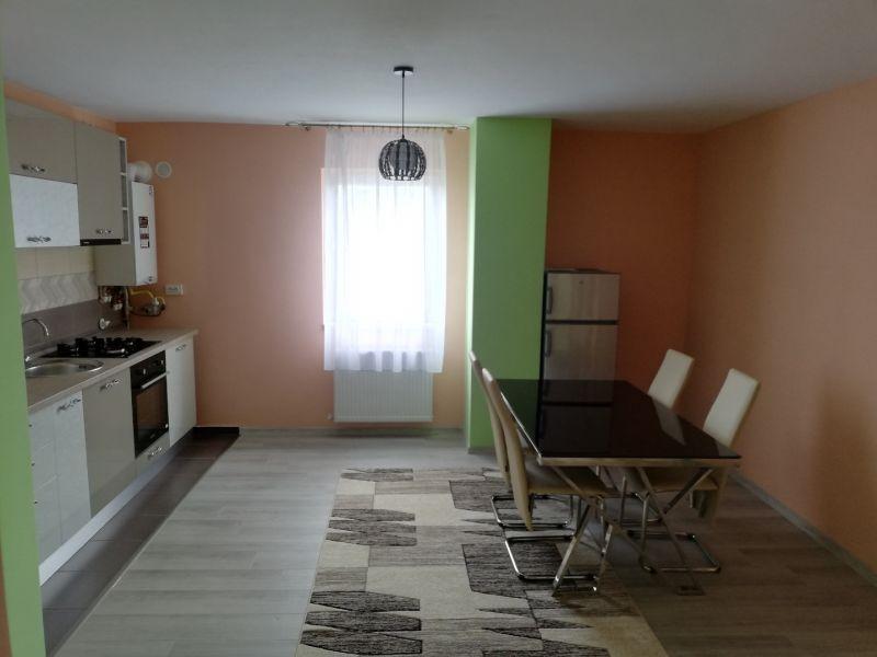 PF închiriez apartament cu trei camere Cluj-3