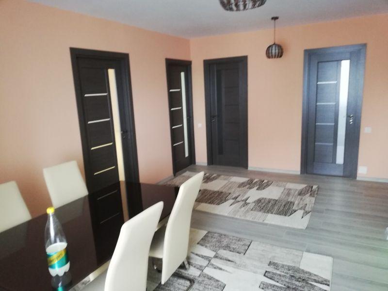 PF închiriez apartament cu trei camere Cluj-2