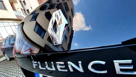 Renault Fluence negru ca abanosul, astept si provincia