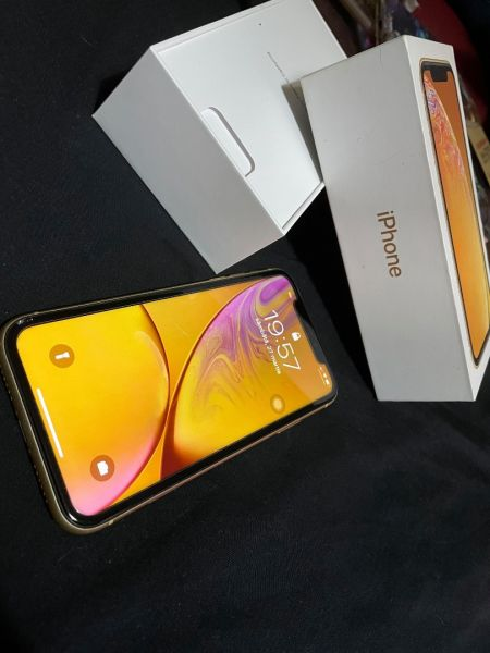 Se vinde iPhone Xr 128 + 12 huse-3