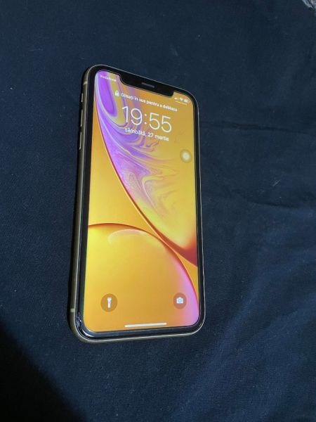 Se vinde iPhone Xr 128 + 12 huse-4