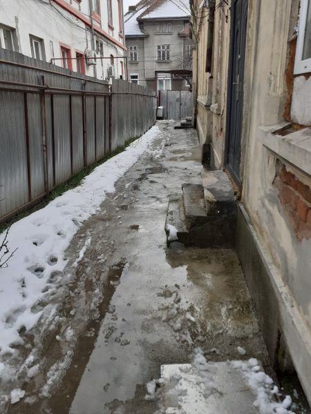 Sect 1 Calea Plevnei  vind ga  in vila p/1 supt 25 mp IN RATE -1