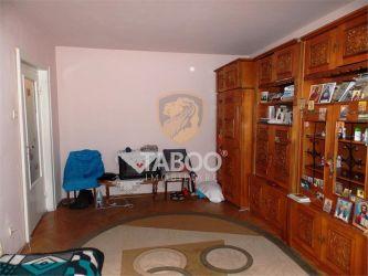 Singurul apartament de pe strada Uzinei cu 3 camere decomandate 80 mp