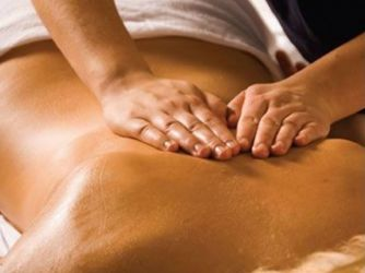 Tanar ofer masaj de relaxare domnisoarelor