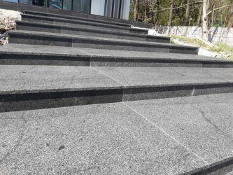 Trepte granit exterior in medias