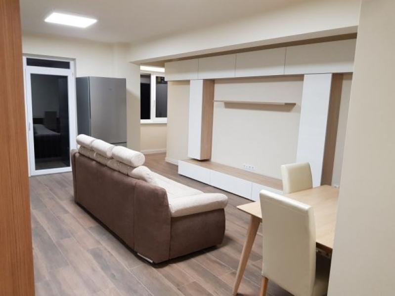 Vând apartament 3 camere Baciu 75 mp -2