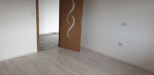 Vând apartament 3 camere  bloc nou