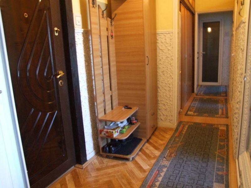 Vand apartament 3 camere frumos amenajat-6