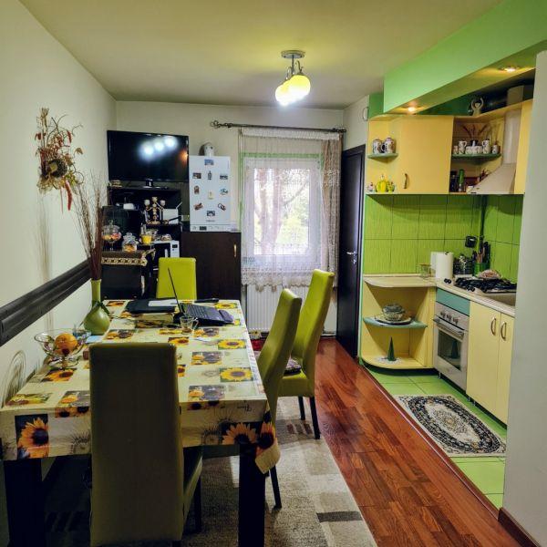 Vand apartament 3 camere,Marasti zona I, str. Ciocarliei-1