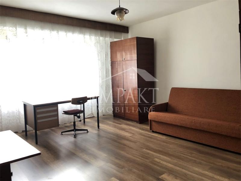 Vand apartament cu 1 camera zona Plopilor-1