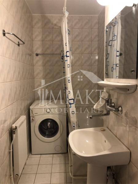 Vand apartament cu 1 camera zona Plopilor-3