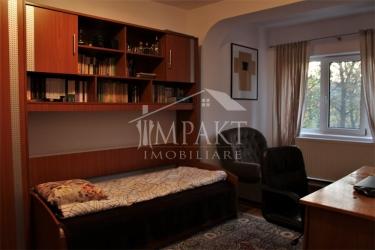 Vand apartament cu 3 camere decomandate zona Kaufland Marasti