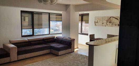 Vand apartament cu doua camere, zona Titan