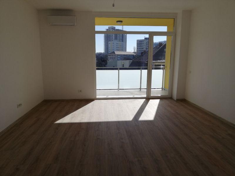 vand apartament nou,3 camere si garaj-6