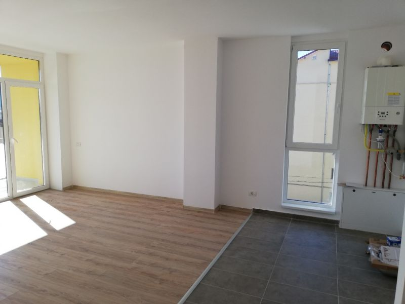vand apartament nou,3 camere si garaj-8