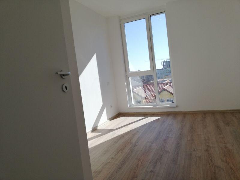 vand apartament nou,3 camere si garaj-9