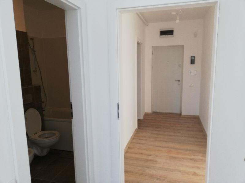 vand apartament nou,3 camere si garaj-12