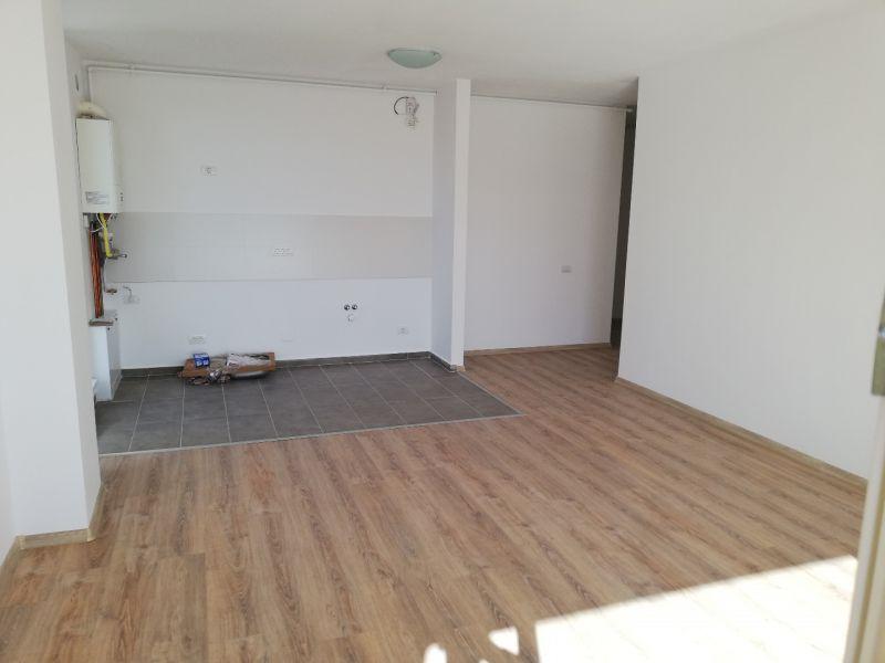 vand apartament nou,3 camere si garaj-14