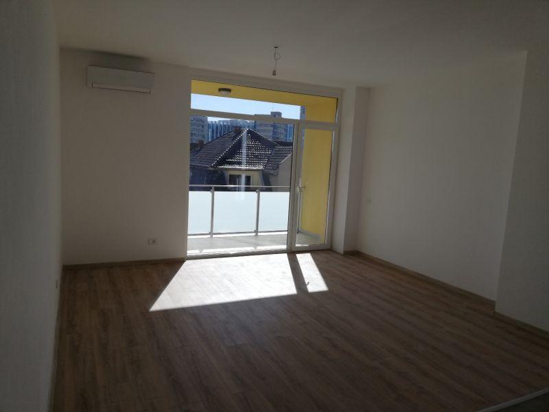 vand apartament nou,3 camere si garaj-15