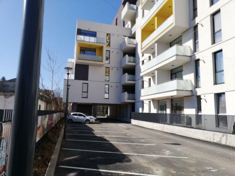 vand apartament nou,3 camere si garaj-17