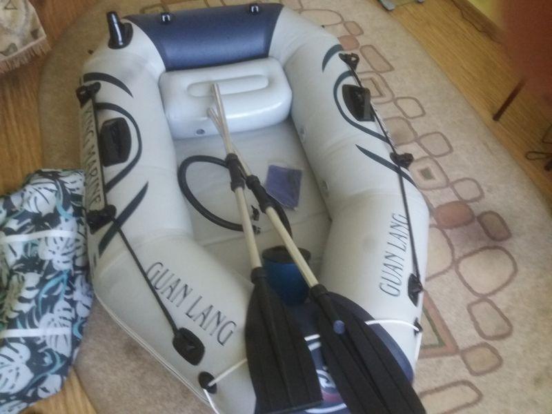 Vand barca pescuit pentru o singura persoana-1