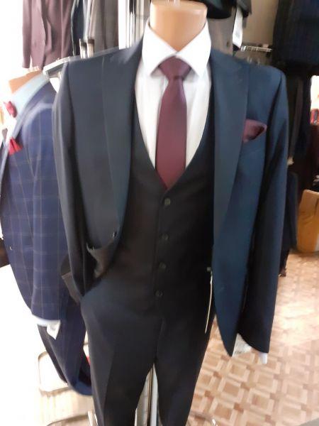 Vand costume pentru barbati-1