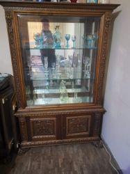 Vând mobila sufragerie sculptată.