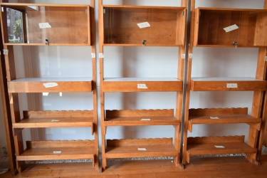 Vand mobilier complet din lemn masiv pretabil pentru magazin