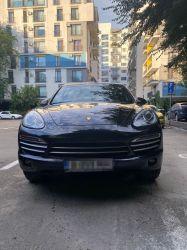 Vând Porsche Cayenne Platinum Edition