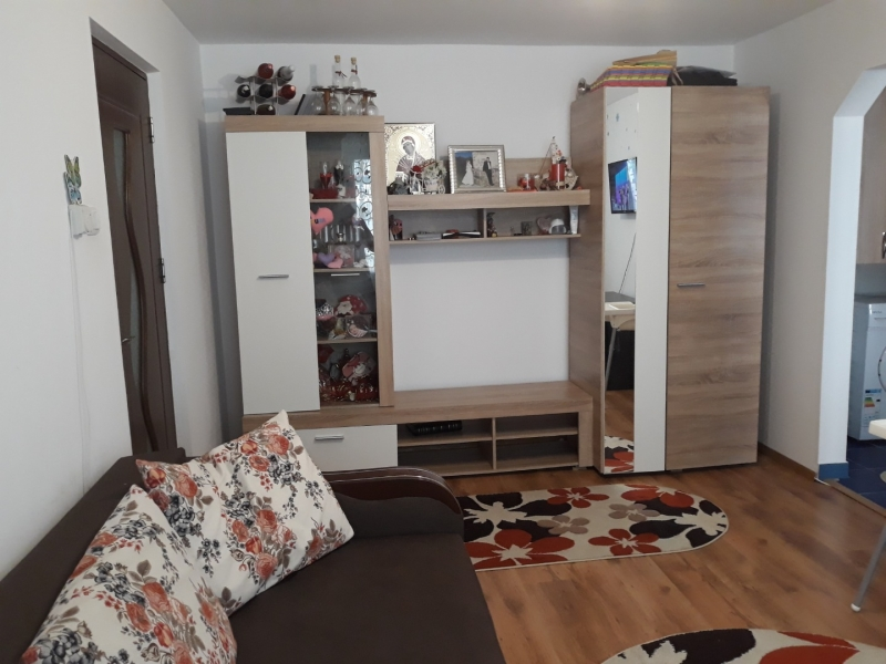 Vand sau schimb apartament in Piatra Neamt cu 2 camere-1