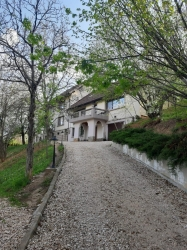 Vila situata in perimetrul Stejaris - Calea Poienii