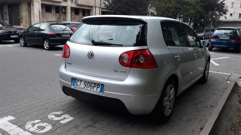 VOLKSWAGEN Golf V-4